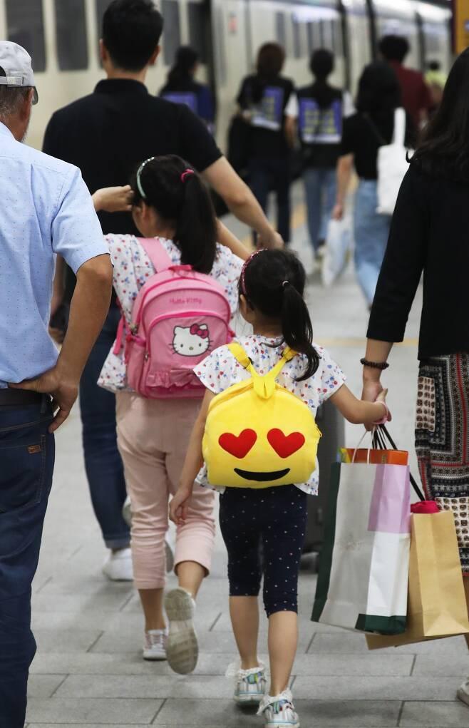 아버지 뭐하시노 부모가 학교서 겪던 차별, 자녀는.jpg