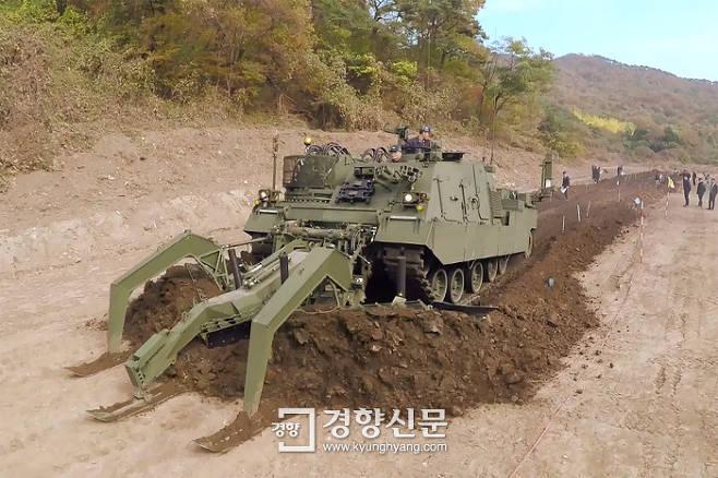 한국이 자체 개발한 특수전차, 통일 되면 DMZ 지뢰 제거 나선다.jpg