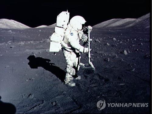 태양계 로제타석 월석·토양 샘플 봉인 50년 만에 해제5.jpg