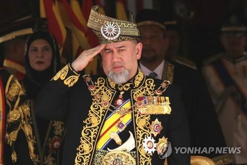 왕위 버린 말레이시아 국왕, 세기의 로맨스 주인공.jpg